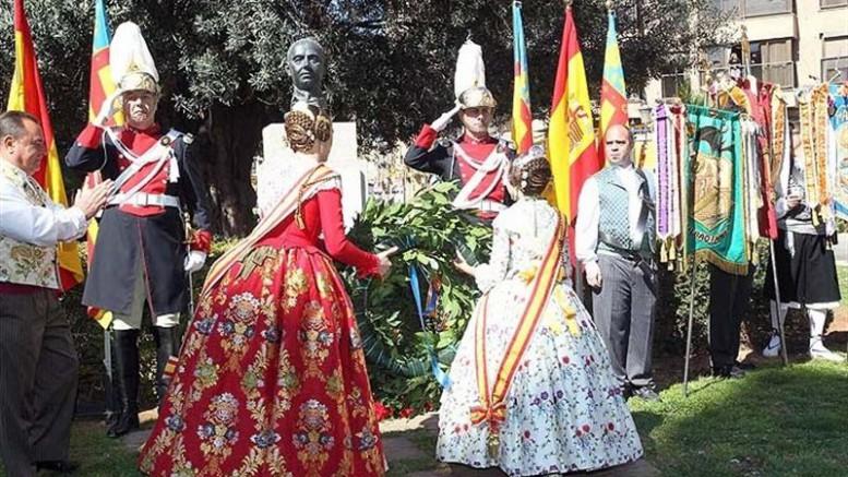 Las-Fallas-rinden-homenaje-a-los-autores-del-himno-regional-Thous-y-José-Serrano-777x437