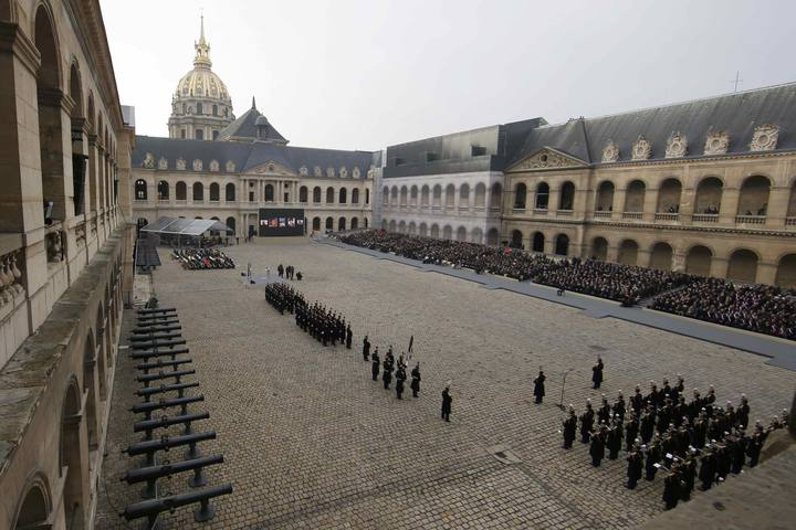 General view of the courtyard during a ceremony where politicians, officals and guests pay a national homage to the victims of the Paris attacks at Les Invalides monument in Paris, France, November 27, 2015. REUTERS/Jacky Naegelen