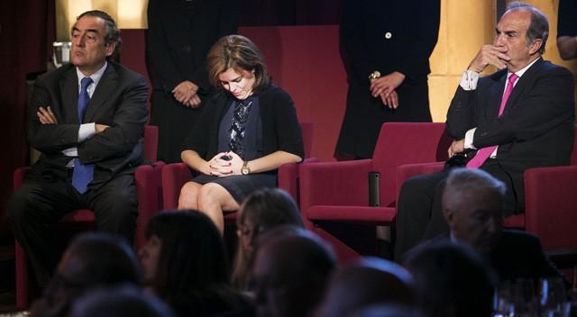 El Presidente de la Generalitad, en 2013, declinó asistir a un acto promovido por los empresarios catalanes, al no acepotar la representación de la Vicepresidenta por el Presidente del Gobierno. Su silla quedó vacía.