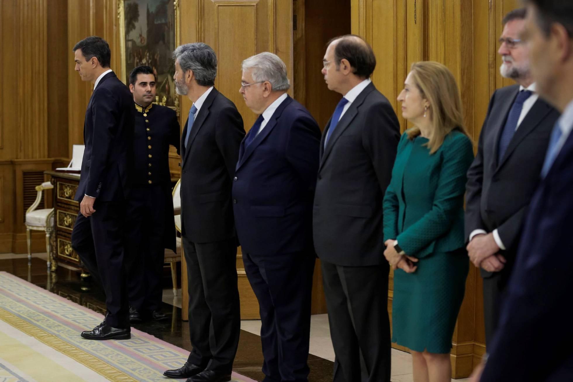 El nuevo Presidente prescinde de los símbolos religiosos